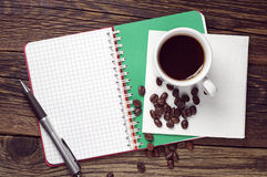 Notepad and coffee on table Royalty Free Stock Photos