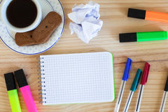 Notepad and colorful markers Royalty Free Stock Images