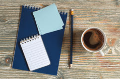 Notepad and cup of coffee Royalty Free Stock Photos