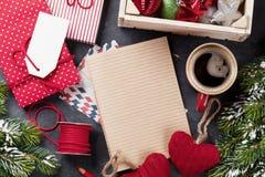 Notepad för julbokstaven, inpackning för gåvaask Royaltyfria Bilder