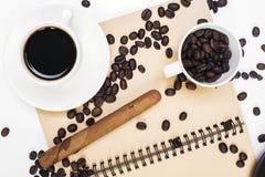 Notepad, kawa i cygaro, Obraz Royalty Free