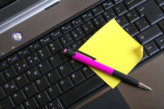 notepad klawiaturowy pióro Zdjęcie Stock