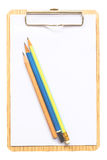 Notepad med blyertspennor som isoleras på vit bakgrund Arkivbilder