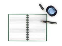 Notepad med reservoarpenna- och färgpulverkruset Arkivfoton