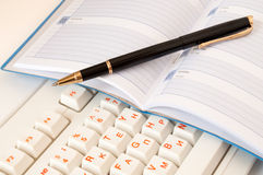 Notepad and pen on the keyboard Royalty Free Stock Images