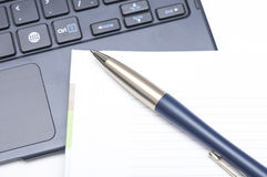 Notepad and pen on keyboard Royalty Free Stock Images