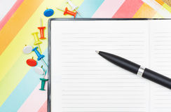 Notepad with pen and pushpins Royalty Free Stock Photography