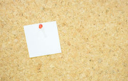 Notepad with red pushpin on corkboard Stock Photography