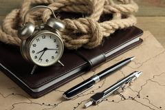 Notepad with the wind-up alarm clock Royalty Free Stock Photos