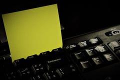 Notepad z klawiaturą i notatką Obraz Stock