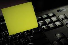 Notepad z klawiaturą i notatką Obrazy Stock