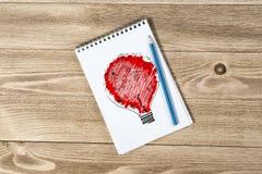 Notepaden med blyertspennan och skissar Fotografering för Bildbyråer