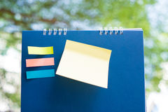 Notepaper paste on blue calendar Royalty Free Stock Photos