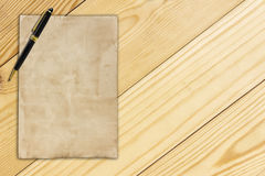 Notepaper and pen on wooden background Royalty Free Stock Photography