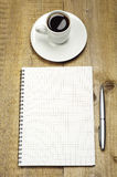 Notera, skriva och kupa av kaffe Arkivfoton