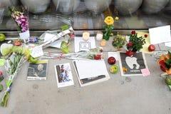 Notes à Steve Jobs sur le sentier piéton près du magasin d'Apple Images libres de droits