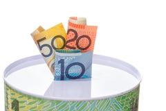 Notes australiennes bourrées dedans à un bidon d'argent Photographie stock