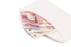 Notes britanniques d'argent dans l'enveloppe Images libres de droits
