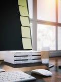 Notes collantes jaunes vides sur l'affichage de l'ordinateur rendu 3d Images stock