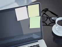 Notes collantes vides sur l'affichage de l'ordinateur portable rendu 3d Images stock