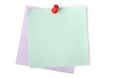 Notes de papier blanc avec la punaise rouge Images libres de droits