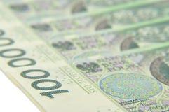 100 notes de PLN s'étendant à plat Images stock