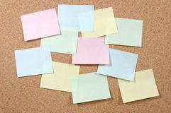 Notes de post-it colorées image stock