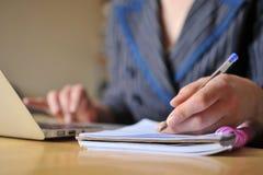 Notes et ordinateur portatif Photo libre de droits