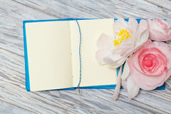 Notes and flowers Royalty Free Stock Photos