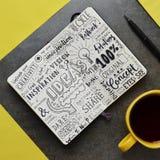 Notes graphiques de ` d'idées de ` en bloc-notes sur la surface en pierre Photos libres de droits