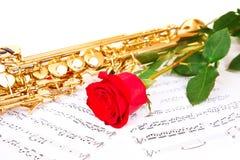 Notes musicales et saxophone Photographie stock libre de droits