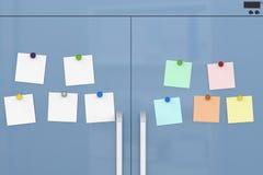 Notes vides avec des aimants de réfrigérateur Image libre de droits
