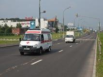 Notfall mit dem enthaltenen Blitzgeber, der im Verkehr läuft Lizenzfreies Stockbild