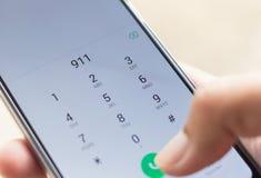 Notfall und Dringlichkeit, 911 wählend lizenzfreie stockbilder