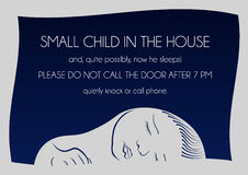 Notice that sleeps small child. Outside notice that sleeps small child and it is not necessary to call on the door Stock Photo
