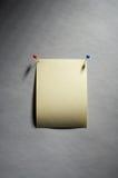 Noticesheet - Don't forget. Empty yellow noticesheet with four pins - nicht beschriebener gelber Notizzettel mit vier Stecknadeln royalty free stock photography