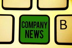 Noticias de la compañía del texto de la escritura de la palabra Concepto del negocio para la información más reciente y suceso en imagen de archivo