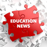 Noticias de la educación en rompecabezas rojo Fotografía de archivo