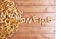 Noticias de la palabra hechas con las letras de madera Imagenes de archivo