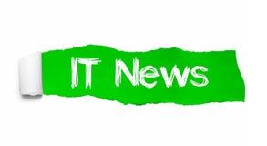 NOTICIAS de las TIC escritas bajo pedazo encrespado de papel rasgado verde libre illustration