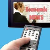 Noticias económicas en la TV Fotografía de archivo libre de regalías