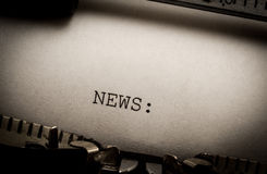 Noticias en la máquina de escribir Imagen de archivo libre de regalías