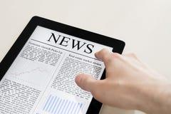 Noticias en la PC de la tablilla Fotografía de archivo