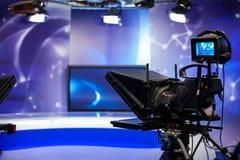 Notierendes Zeigung in Fernsehstudio Stockfotos