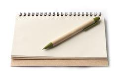 Notitieboekje en bruine pen Royalty-vrije Stock Afbeelding