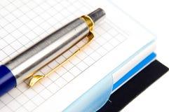Notitieboekje en een pen Stock Foto