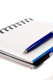 Notitieboekje en een pen Royalty-vrije Stock Foto's