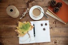 Notitieboekje en koffie Royalty-vrije Stock Foto's