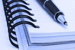 Notitieboekje en pen Royalty-vrije Stock Foto
