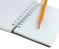 Notitieboekje en potlood Stock Foto's